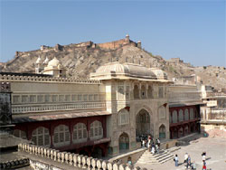 Golden Triangle India Tour to Jaipur and Agra from Delhi: Honeymoon Special tour package to explore the rich cultural heritage and royal legacy of Jaipur, Delhi & Agra.